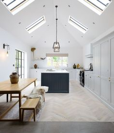 Modern And Minimalist Dining Room Design Ideas - Kitchen Design Ideas & Inspiration White Kitchen Decor, Home Decor Kitchen, Kitchen Living, Modern Shaker Kitchen, Kitchen Ideas, Country Kitchen, Kitchen Black, Decorating Kitchen, Kitchen Paint
