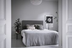 14 Trendy Bedroom Design and Decor Ideas for Your Next Makeover - The Trending House Bedroom Layouts, Bedroom Styles, Contemporary Bedroom, Modern Bedroom, Neutral Bedrooms, White Bedrooms, Contemporary Kitchens, Bedroom Black, Bedroom Green