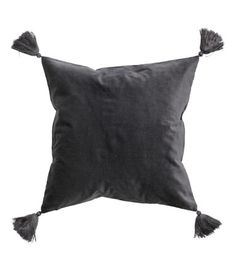 Cushion cover in velvet with tassels at corners. Concealed zip.