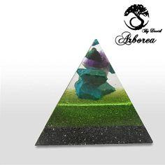 Chi piramide orgonite grootte, 7x7cm 8cm hoogte  Gebruikte materialen:  Mineralen: Witte Quartz, Amethyst, Metalen: ijzer,  AMETHIST Traditie heeft het dat deze steen geluk, liefde oproepen brengt, bevordert helderziendheid, weg angsten en verhogingen intellectuele activiteit, De trillingen van Amethist kalmeren Prikkelbare Staten, bevordering van de vrede van geest, acute toename moed en intuïtie Het wordt ook gebruikt voor het verbeteren van geheugen, verlichten hoofdpijn en, vooral, is de…