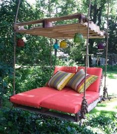 Easy DIY Tutorial: Build & Install One Pallet Swing Bench Pallet Benches, Pallet… - Pallet Furniture Project Wooden Pallet Projects, Wooden Pallet Furniture, Pallet Crafts, Wooden Pallets, Wooden Diy, 1001 Pallets, Furniture Ideas, Recycled Pallets, Diy Projects