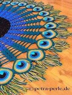 Crochet cloth // sensational peacock feather motif - unique peacock feather towel by Petra Perle - Peacock Crochet, Crochet Feather, Crochet Motif, Crochet Shawl, Crochet Designs, Crochet Doilies, Crochet Yarn, Crochet Flowers, Crochet Stitches