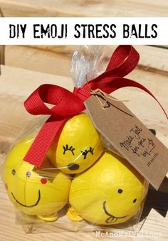 Use balloons and rice to create emoji stress balls. Packaged in a group of three, they're a great gift for … Party Emoji, 9th Birthday Parties, 10th Birthday, Birthday Ideas, Balle Anti Stress, Emoji Craft, Crafts For Kids, Fun Crafts, Family Crafts