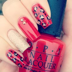 Christmas inspired leopard print manicure! I used OPI Big apple red, OPI Lady in black and OPI My favorite ornament :)