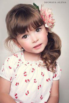 50 Hairstyles with Bangs For Little Girls - The Good Haircut Precious Children, Beautiful Children, Beautiful Babies, Gorgeous Girl, Simply Beautiful, Fashion Kids, Cute Kids, Cute Babies, Child Face