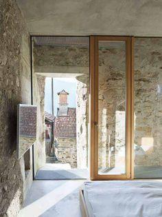 Design in Naturstein - aus einer Brennerei wird ein Wohnhaus |