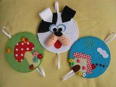 Mais marcadores com CD! Kids Crafts, Felt Crafts, Diy And Crafts, Ornament Crafts, Felt Ornaments, Christmas Ornaments, International Craft, Felt Bookmark, Cd Art