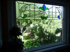 a nice way to set up stained glass transoms Stained Glass Flowers, Stained Glass Designs, Stained Glass Panels, Stained Glass Projects, Stained Glass Patterns, Leaded Glass, Beveled Glass, Stained Glass Art, Mosaic Glass