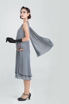 896ced8963b8 Elegant 1920s evening dress in grey with floral embroidery