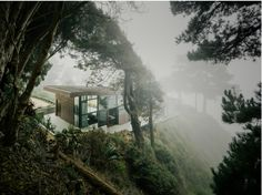 Officially head over heels in love. Big Sur: To create the house, Anne Fougeron designed two rectangular boxes connected by a glass-walled library. |Gardenista