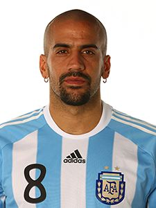 Juan Sebastian Veron - What a trequartista! He played with Maradona in Boca at the beginning of his career. Football Icon, World Football, Argentina Players, International Football, Manchester United, Fifa, Retro, Soccer, The Unit