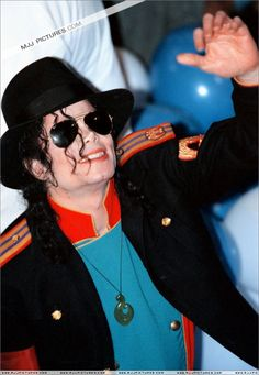 HIStory & BOTDF > Various > Michael visits Auckland Michael spends few days in Auckland to perform 2 concerts on november 9 & 11 November 1996 in Auckland, New Zealand Jackson Instagram, Michael Jackson Smile, Innocent Child, Paris Jackson, King Of Music, The Jacksons, Rare Photos, My Idol, My Love