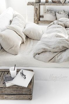 Linen bedding set in Natural Linen (Oatmeal) color (duvet cover + 2 pillowcases). US King, Queen - Bed and Bedcover Best Bedding Sets, Queen Bedding Sets, Luxury Bedding Sets, Duvet Sets, Duvet Cover Sets, Bed Duvet Covers, Full Size Duvet Cover, Modern Bedding, Modern Bedroom