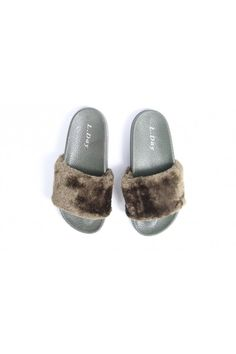 Zelené papuče s kožušinou Fur Slides, Sandals, Shoes, Fashion, Moda, Shoes Sandals, Zapatos, Shoes Outlet, Fashion Styles