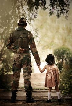 My Dad is Your Freedom – GirlandWorld Whatsapp Dp, Army Couple Pictures, Indian Army Special Forces, Indian Army Quotes, Indian Army Wallpapers, Pak Army Soldiers, Army Pics, Military Girlfriend, Army Boyfriend