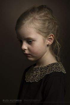 Photographer Rudi Huisman is creating portraits inspired and based on the golden age master painters. Printed on Innova IFA 14 paper, print format Foto Portrait, Portrait Studio, Portrait Art, Portrait Paintings, Children Photography, Fine Art Photography, Portrait Photography, Classic Portraits, Foto Fashion