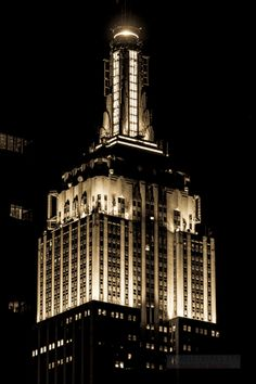 deco-ny-manhattan-empire-state-building-350-5th-avenue-tower-night-tower-close-2-6.jpg (480×720)