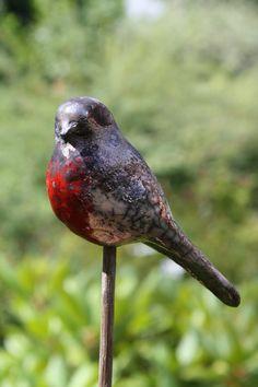 oiseau  émaillé raku                                                                                                                                                      Plus Clay Birds, Ceramic Birds, Ceramic Animals, Ceramic Art, Clay Animals, Raku Pottery, Pottery Art, Sculptures Céramiques, Bird Sculpture