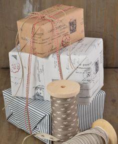 <3 Warum nicht mal schlichtes Geschenkpapier bestempeln? toll!!!