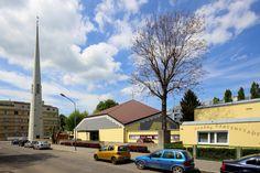 Die Pfarrkirche Gartenstadt ist eine römisch-katholische Kirche im Bezirksteil Jedlesee im 21. Wiener Gemeindebezirk Floridsdorf. Sie wurde 1964 fertiggestellt und ist dem Hl. Blut Christi geweiht.[1]