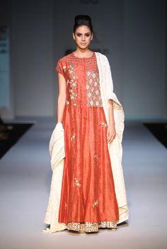 #AIFW #AW15 #AIFWAW15 #IndianFashion #Prama #PratimaPandey #GreyMatter #Earthy #Prints #Muted #IndianPret #Embroidery #Layering