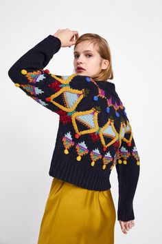 Image 4 of knit sweater with multicoloured embroidery from zara. Knitwear Fashion, Knit Fashion, Knitting Blogs, Knitting Designs, Textiles Y Moda, Knitted Cape, Crochet Clothes, Pulls, Knitting Patterns