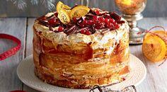 Бисквитный торт с итальянской меренгой, сливочным сыром и карамелью