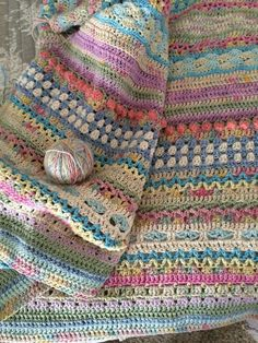 This project is a beautiful blanket with circular colors within squares. we get a large granny square where we form them up into this beautiful blanket. Crochet For Beginners Blanket, Baby Blanket Crochet, Crochet Baby, Free Crochet, Crochet Blankets, Crochet Square Blanket, Afghan Crochet Patterns, Crochet Squares, Crochet Stitches