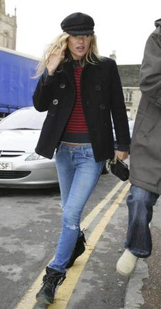 ideas style street kate moss for 2019 Sienna Miller, Minnetonka Boots, Moccasin Boots, Moccasins, Pantalon Bleu Marine, Moss Fashion, Kate Moss Style, Queen Kate, Outfits With Hats