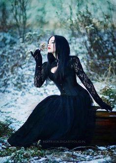 Beautifully Goth in snow  #beauty #beautiful #goth #gothic #schön #reizend #snow #schnee #flower #blume #moment #creative #idea #wavegothictreffen #wave #treffen #wgt #gotik #black #dark #schwarz #scene #szene #dress #kleid #elegant #gefühlvoll #chic