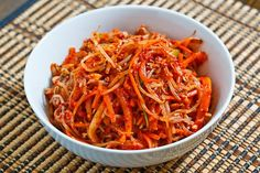 16 Deliciously Healthy Ways to Eat More Bean Sprouts: Bean Sprout Kimchi with Daikon Radish, Carrots, Green Onions, Asian Pear. Asian Recipes, Gourmet Recipes, Healthy Recipes, Ethnic Recipes, Korean Dishes, Korean Food, Vietnamese Food, Bean Sprout Recipes, Pickled Cabbage