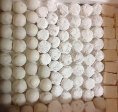 Dulces blancos para primeras comuniones Para temporada de primeras comuniones le ofrecemos chocolates y dulces muy variados y vistosos para realzar su evento. http://bocaditosde dulce.blogspot.com/ 072883447-0998686044