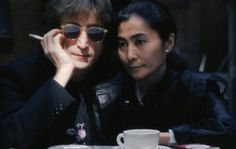John Lennon y Yoko Ono.