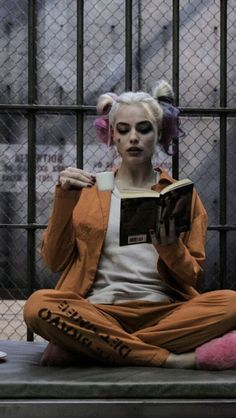 suicide squad, harley quinn, and joker image wallpaper joker Image about joker in 🌸 by Ramxly on We Heart It Harley Quinn Disfraz, Joker Y Harley Quinn, Harley Quinn Drawing, Margot Robbie Harley Quinn, Harley Quinn Cosplay, Maquillaje Harley Quinn, Harey Quinn, Joker Images, Queens Wallpaper