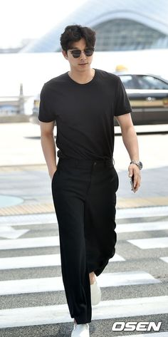 Actors Gong Yoo and Cho Jin-woong spotted at the airport | Koogle TV