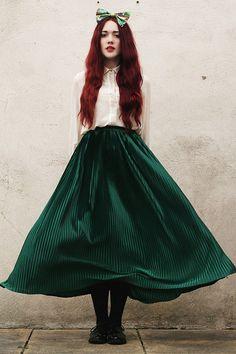La impulsiva y valiente Mérida de Brave: Con una falda verde larga y una blusa de botones. | 15 Ideas para vestir como una Princesa de Disney en la vida real