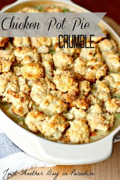 Just Another Day in Paradise: Chicken Pot Pie Crumble--Amy and I added frozen corn and frozen hashbrowns and used pre-cooked chicken and canned broth. Slow Cooker Recipes, Crockpot Recipes, Chicken Recipes, Cooking Recipes, Chicken Ideas, Recipe Chicken, What's Cooking, Yummy Eats, Yummy Food