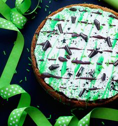 A delicious Chicago inspired deep dish dessert pizza gets a fun St. Patrick's Day twist with Bailey's Irish Cream Coffee Creamer and chocolate cream.
