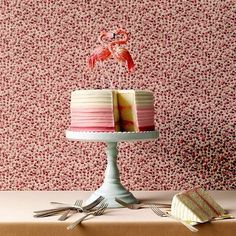Hochzeitstorte in Pink mit Flamingo  noch mehr auf www.gofeminin.de