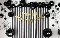 まっくろくろすけのハロウィンパーティー演出 フォトブース モノトーン Halloween Birthday, Halloween Projects, Cute Halloween, Halloween Door Decorations, Spooky Decor, Halloween Appetizers, Hallows Eve, Mini, Fall Decor