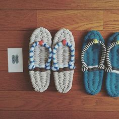 日本に昔からある、手編みのぞうり。その古典的な履き物が今『布ぞうり』という名前で見直され、再び脚光を浴びています。着なくなった着物や古布、最近では洋服やTシャツヤーンなどで編まれているので、エコなのはもちろん、健康にもいいとあったらハマる人続出なのもうなずけますよね。手編みなのでDIYすることもできますよ。可愛い布ぞうりを編んでみませんか? | ページ1
