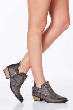So Chic Ankle Booties