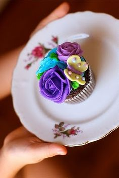 cupcake with roses and a butterfly