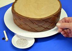 Dobrůtka nad všechny jiné: Čokoládový dortík s cesmínou – Hobbymanie.tv Pudding, Tv, Food, Custard Pudding, Television Set, Essen, Puddings, Meals, Yemek