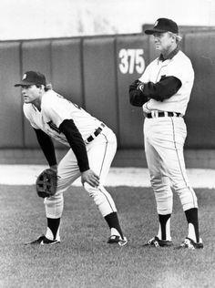 The rookie, Kirk Gibson, learning from the Hall of Famer, Al Kaline! Baseball Guys, Baseball Photos, Sports Photos, Baseball Players, Baseball Stuff, Detroit Sports, Detroit Tigers Baseball, Detroit News, Kirk Gibson