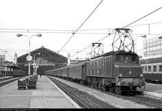 RailPictures.Net Photo: 2D2 5507 SNCF 2D2 5500 at Marseille, France by D. Michel Costes