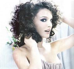 Natalie Portman looks amazing with curls Natalie Portman, Big Hair, Your Hair, Curly Hair Styles, Natural Hair Styles, Natural Beauty, Curly Girl, Hair Dos, Naturally Curly