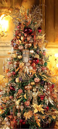 Christmas Tree ● Gold Tones