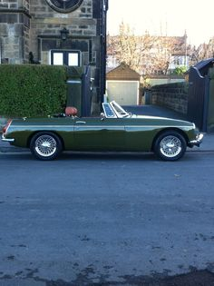 Super rare! Tundra green MGB Roadster, with Autumn Leaf leather interior and Chrome wire wheels, last of the chrome bumper cars