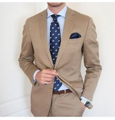 Today's Combination Tie and Pocket Square from Gentleman Mode, Gentleman Style, Mens Fashion Blazer, Suit Fashion, Blazer Marron, Terno Slim, Suit Combinations, Brown Suits, Beige Suits